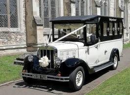 Vintage style bus for weddings in Milton Keynes